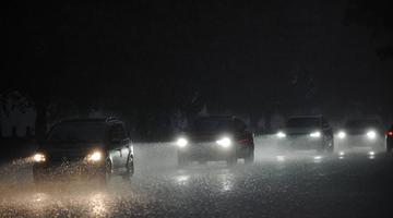大雨突袭!成都朋友圈被雨水刷屏