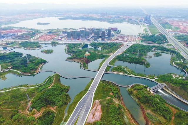 城市在生长 成都航模爱好者5年来坚持从空中看城市变化
