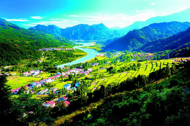 彭州:全面实施一三三六发展战略 建设成都北部卫星城