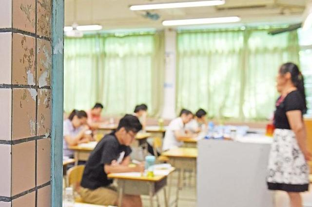 全国自学考试本周举行 成都8万考生在45个考点参考
