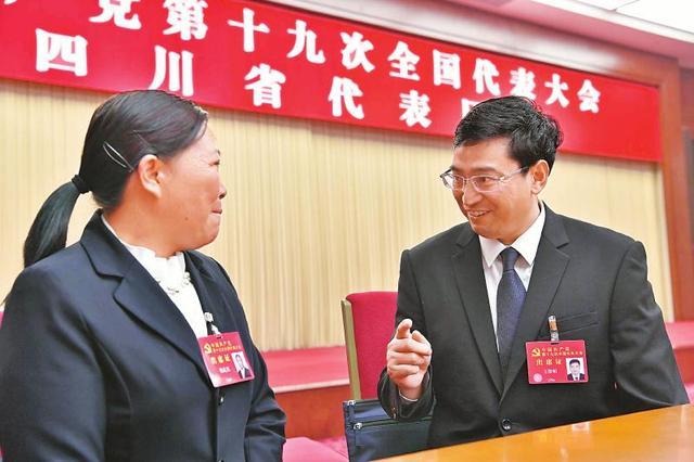 党的十九大继续举行代表团分组会议