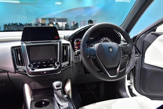新浪汽车讯 在2017东京车展上,丰田带来了全新皇冠概念车、全新世纪、GR HV Sports概念车、Tj Cruiser概念车等多款新车。其中全新皇冠概念车基于丰田最新的TNGA架构打造,采用了更加年轻化的设计语言,将于2018年量产。   全新皇冠概念车 丰田全新皇冠概念车/世纪等亮相东京车展