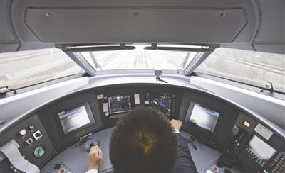 司机正在检测升级后的信号系统