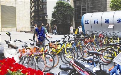 成都在人民南路及天府大道沿线试点实施共享单车运营企业分段负责制 资料图片
