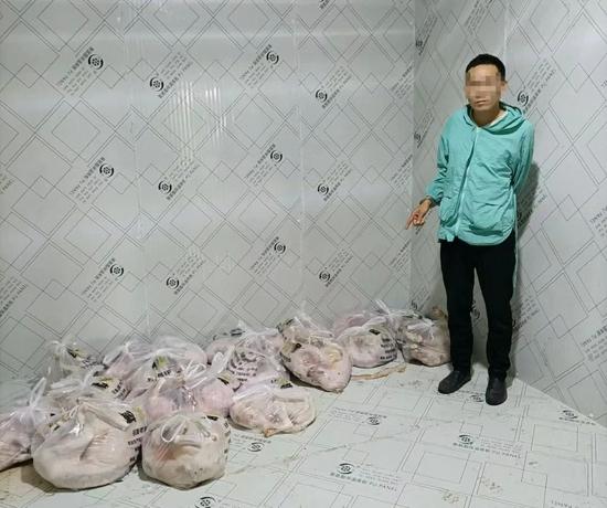 """警方在刘某的冻库内缴获已经处理的""""成品""""20条380余斤"""