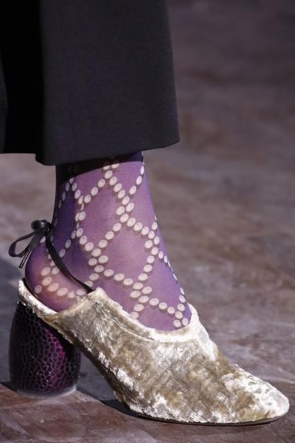Dries Van Noten的紫色袜子