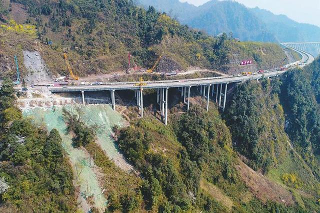 雅西高速西昌至成都应急通道开通 仅限小车单向通行