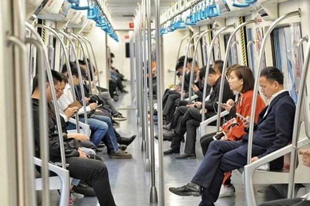 成都地铁1号线三期今日开通 市民:踩点坐地铁去兴隆湖耍