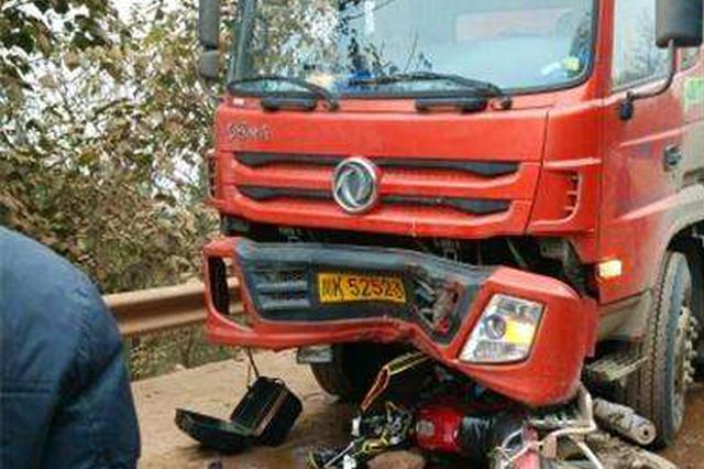 南充大货车与摩托车相撞1死1伤 事故原因正调查中