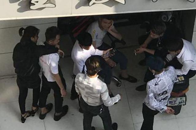江苏小伙网络直播打赏充值被骗 警方千里追凶抓获两人