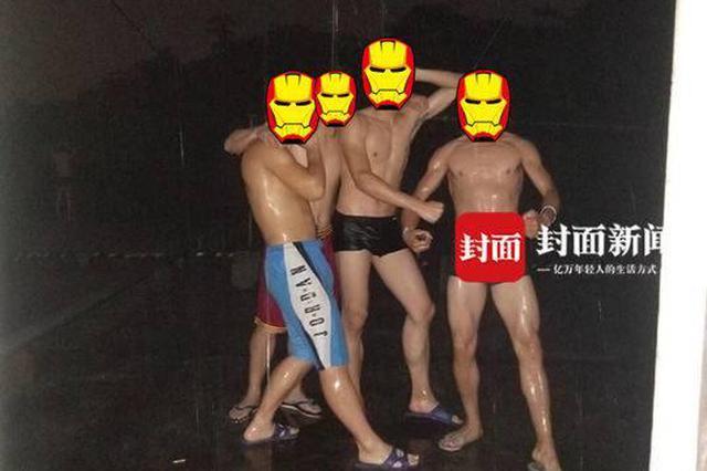 暴雨来袭暴笑镜头:宜宾学院男生集体在雨中搓澡