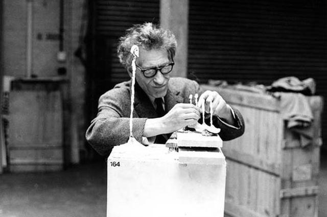 阿尔伯托·贾科梅蒂最后的肖像,1965年摄于他的工作室,匈牙利摄影师布拉赛