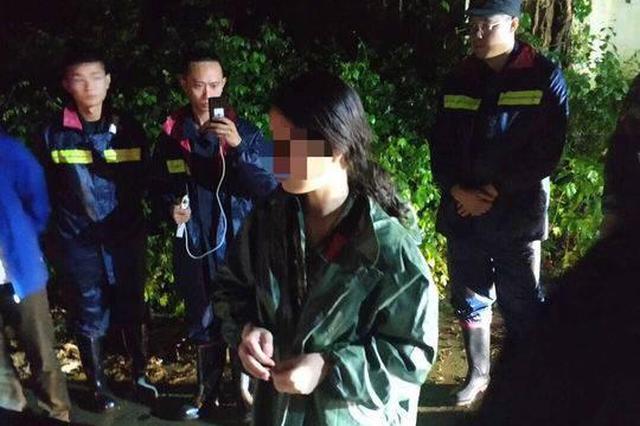 女大学生雨夜被困山顶 民警两度进山冒险搜救