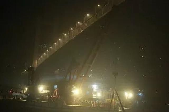 重慶萬州墜江公交車打撈出水