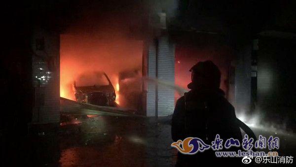 乐山市棉竹镇一民房起火 现场无人员伤亡