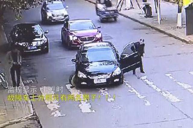 绵阳男子无证驾车遭遇故障 弃车离开后叫来女朋友顶包