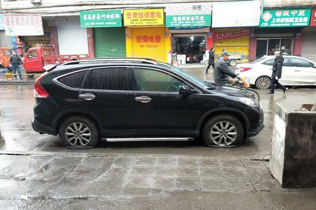 为泄愤 四川隆昌女子刺破路边10多辆车轮胎被抓
