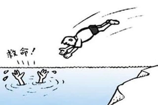 湖北咸宁90后小伙勇救落水女司机