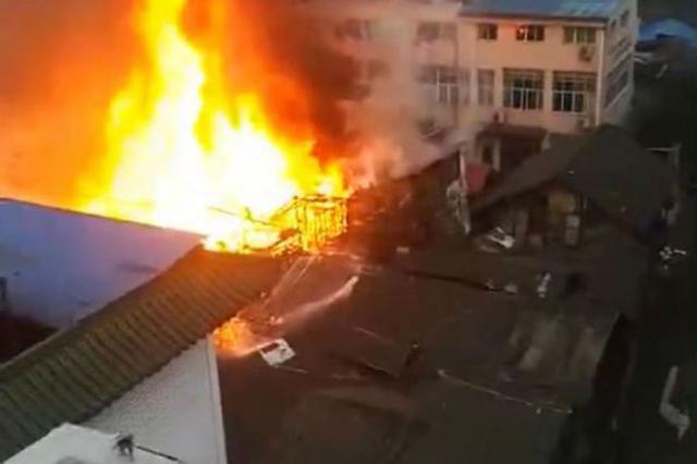宜宾夫妇大火里为救邻居 仅为自己留下一双人字拖