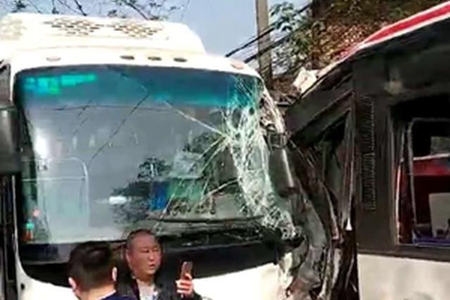 自贡一辆公交车与郊县客车相撞 多人受伤
