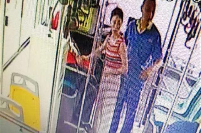 暖心!乐山一名女护士公交车上抢救危重病人