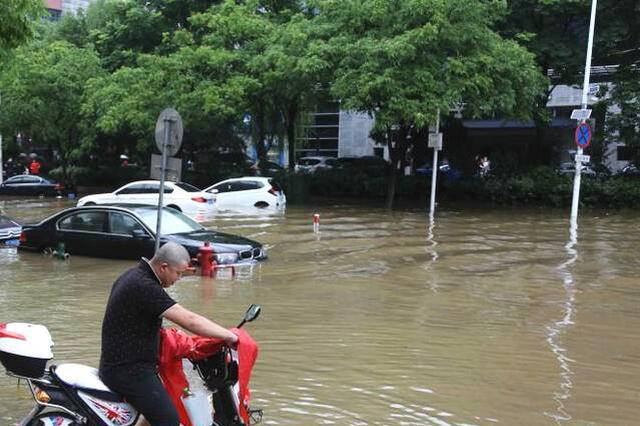 自贡市暴雨预警升级到黄色