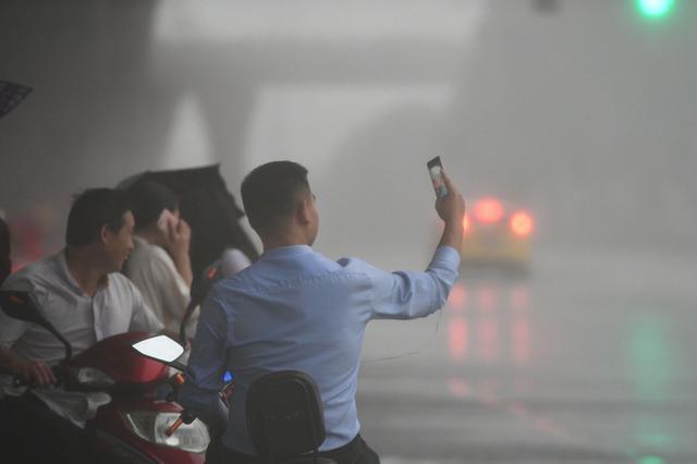 成都发布暴雨黄色预警信号 未来6小时部分地区可达暴雨