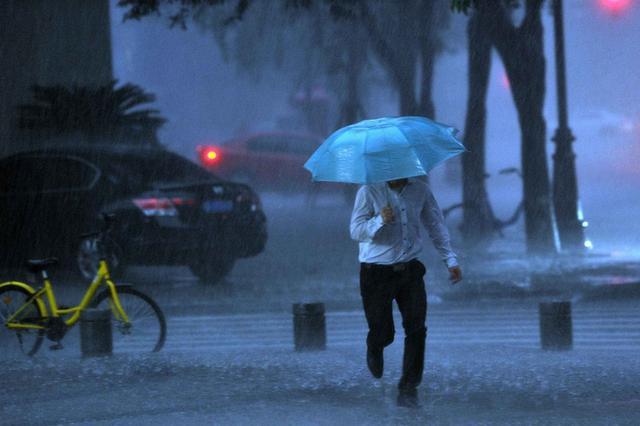 强降雨来袭!四川部分江河支流水位超警戒 局地内涝