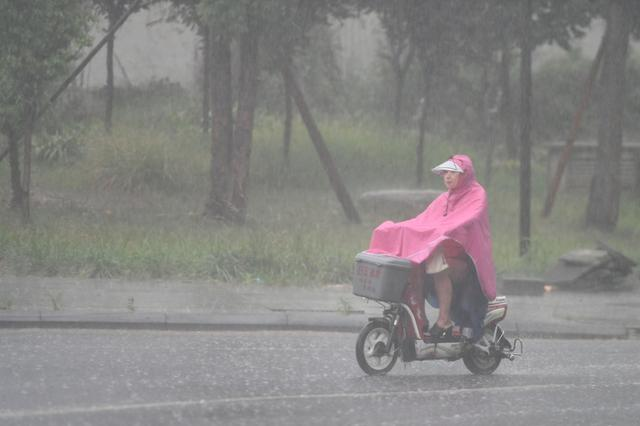 乐山市气象局启动重大气象灾害暴雨IV级应急响应