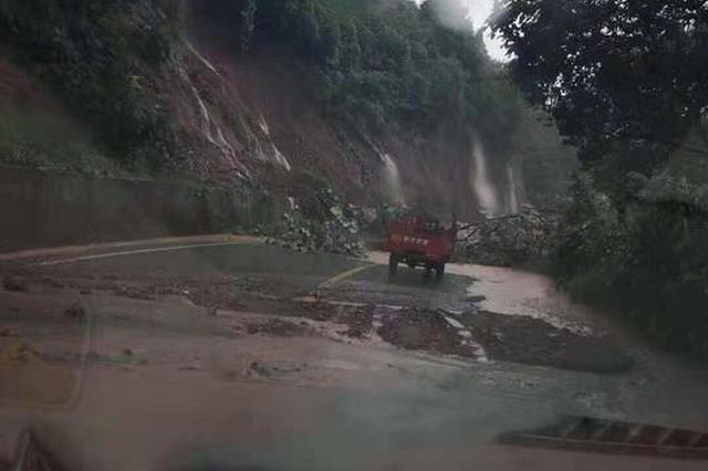 成都龙泉驿发布暴雨橙色预警 成简快速路山体滑坡道路阻断