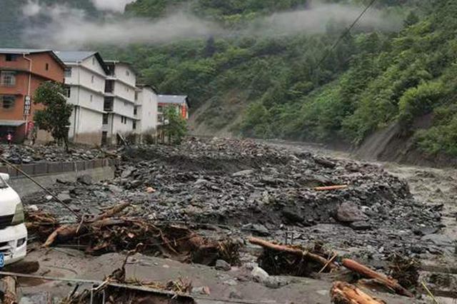最新!卧龙特区耿达镇潭村鹞子沟8名受困人员被救出