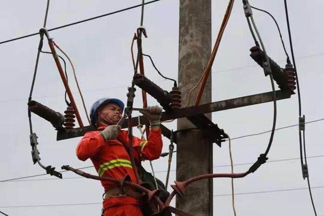 阿坝州受灾主要区域全部恢复主网供电
