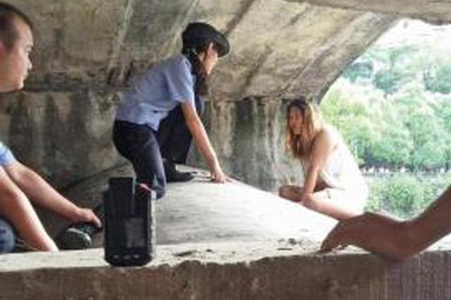 中江年轻孕妇欲跳河轻生 民警路过伺机将其救下