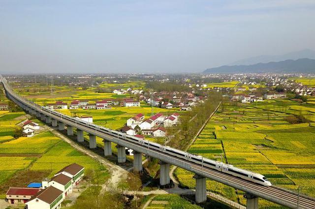 70年四川成就发布会|成都至西安将规划研究新的高铁线路