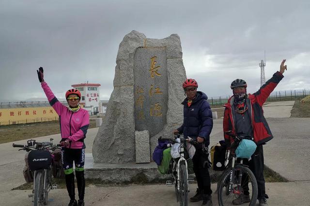 穿越无人区翻越5000米垭口 这支平均年龄61岁的骑行团做到了