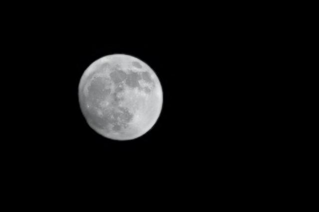 今年最大满月现身 云量预报告诉你哪里看得到