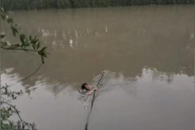 突发!成都沙河琉璃桥处有人落水