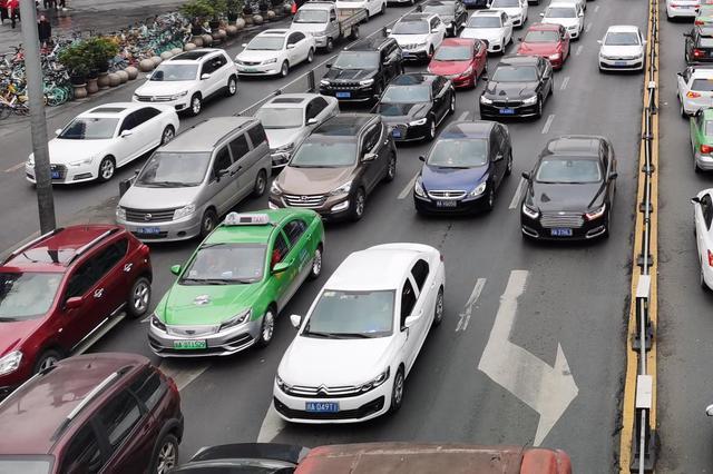 成都交警:高考期间 轻微违法警告放行、送考车辆可不限行
