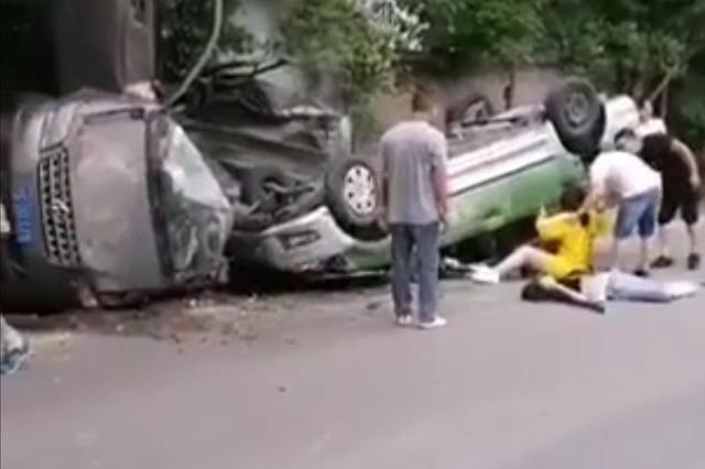 达州3车连环相撞 警方通报:两死两伤,正调查事故原因