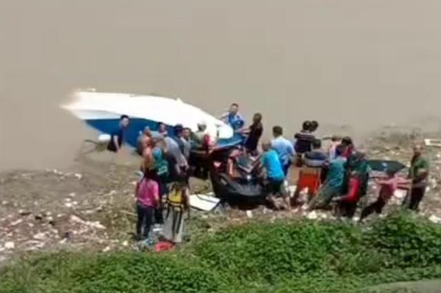 乐山一游艇翻覆 4人被困后获救 相关部门:艇只擅自驶入航道