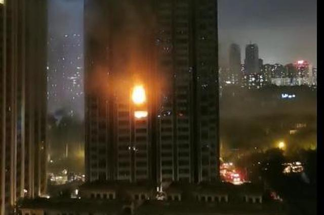 突发:成都望江宾馆附近一小区楼房发生火灾