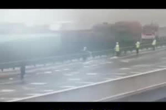 包茂高速铜川段43车连撞10余辆车着火 已致3死6伤