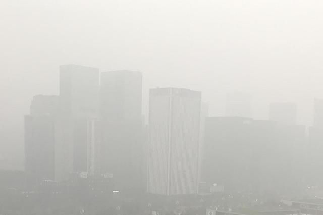 大范围雾霾来袭:高强度大气污染物排放叠加不利气象因素所致