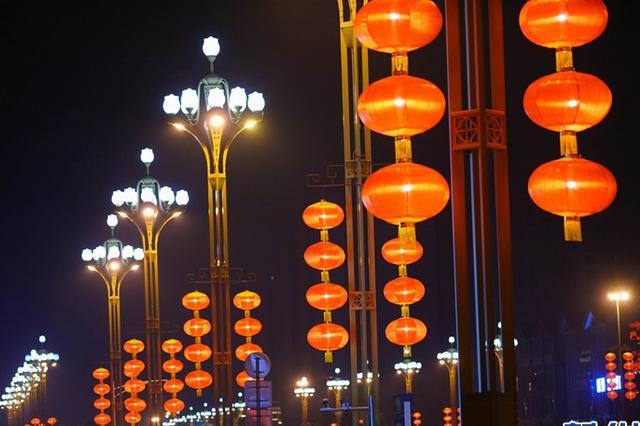大红灯笼迎新年 乐山夜色更迷人