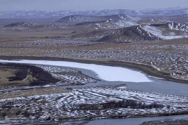 春雪后若尔盖草原湿地:别有一番景象