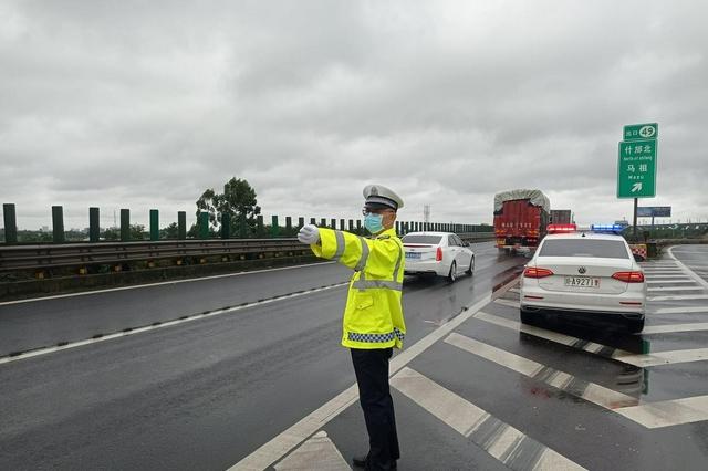 注意!成温邛高速公路这段时间将实行临时通行车道变更