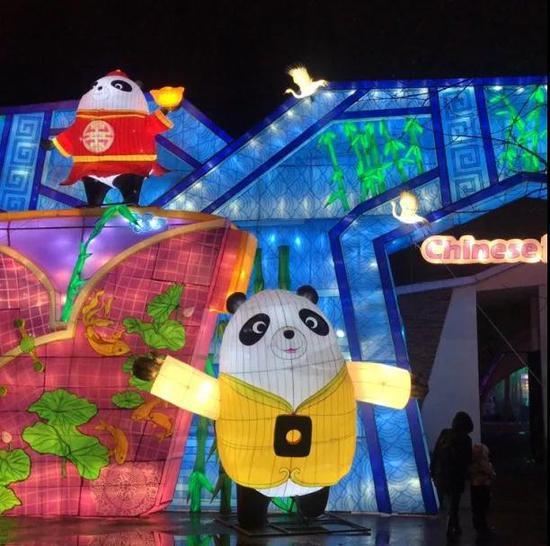 法国-智利-波兰  熊猫灯会第四站到达莫斯科