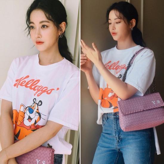 韩国明星穿复古印花T恤