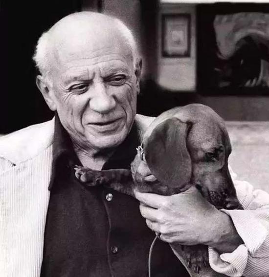 毕加索与他的腊肠犬兰普