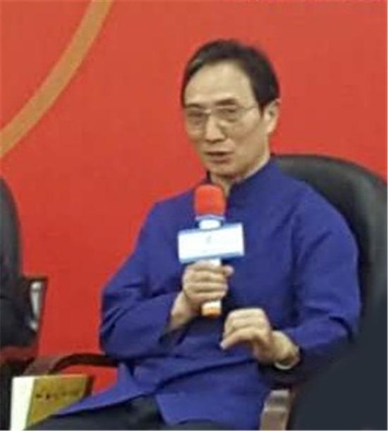 马烈光教授从老师的角度循序善诱,建议学员谨记先贤的教导与智慧,最大限度发挥自己的专长,为老百姓贡献自己的力量。